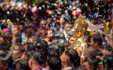 A Year of Buddhist Festivals (Festival Time)