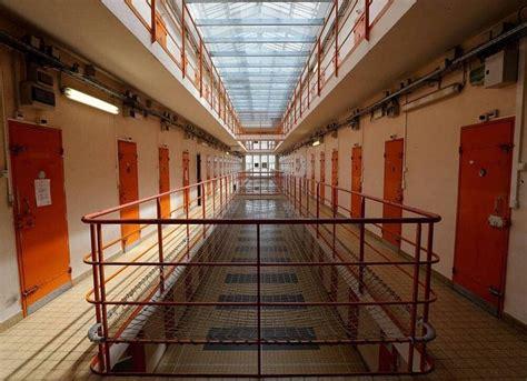 A bas les prisons