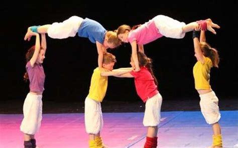 Acrobaties Pour Jouer Au Cirque