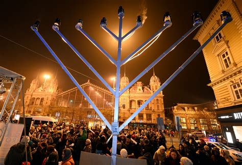 Celebrating Jewish Festivals (Infosearch: Celebration Days)