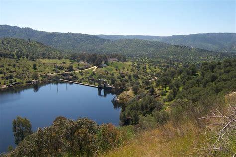 El agua subterránea en el Parque Natural Sierra de Andújar (Jaén) (Hidrogeología y espacios naturales)