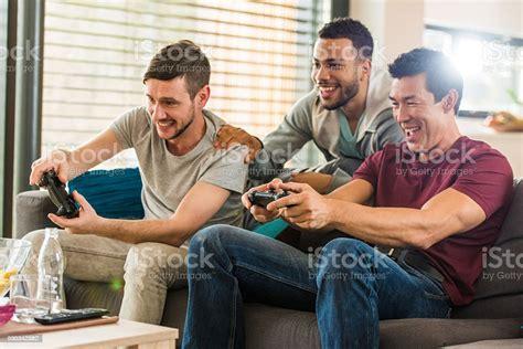 Jugando con amigos/Playing Games With Friends