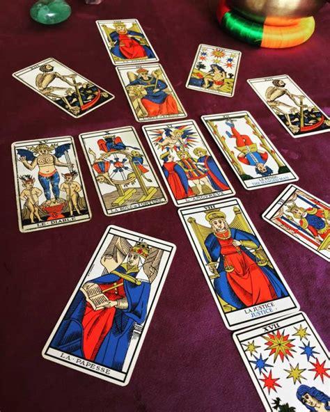 Le Tarot initiatique : un chemin vers la plénitude