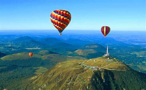 Les Volcans D Auvergne En Montgolfiere