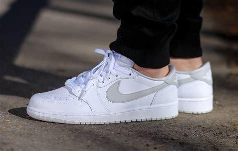 Nike Air Jordan I 1 Retro Mens Shoes Low Grey White P 5342