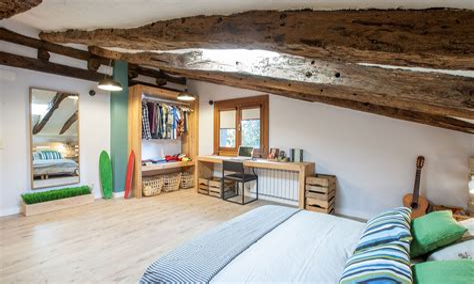 Una Buhardilla En Abril