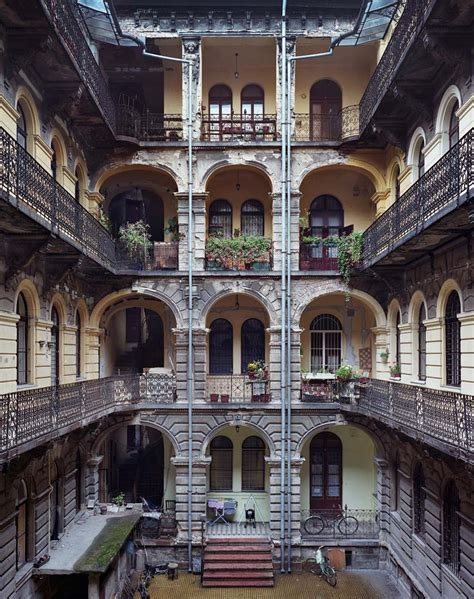 Yves Marchand/Romain Meffre: Budapest Courtyards